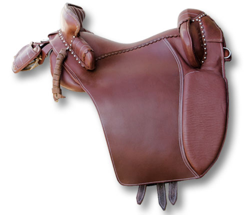 Camargue Saddle Leather Full Of Accessories Myselleria